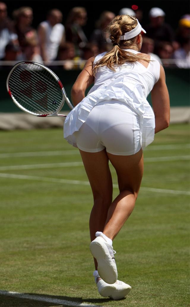 zhenskiy-tennis-golie