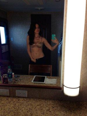 Alison-Brie-nua-pelada-naked-(10)