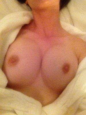 Alison-Brie-nua-pelada-naked-(11)