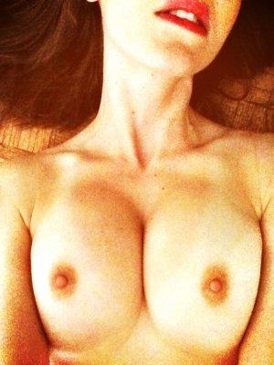 Alison-Brie-nua-pelada-naked-(21)