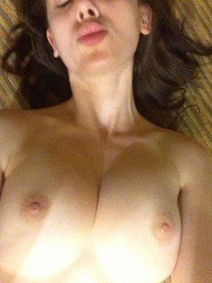 Alison-Brie-nua-pelada-naked-(39)