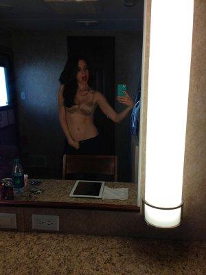 Alison-Brie-nua-pelada-naked-(7)