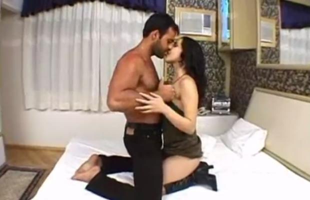 A primeira vez de Monica Mattos no pornô Vídeo