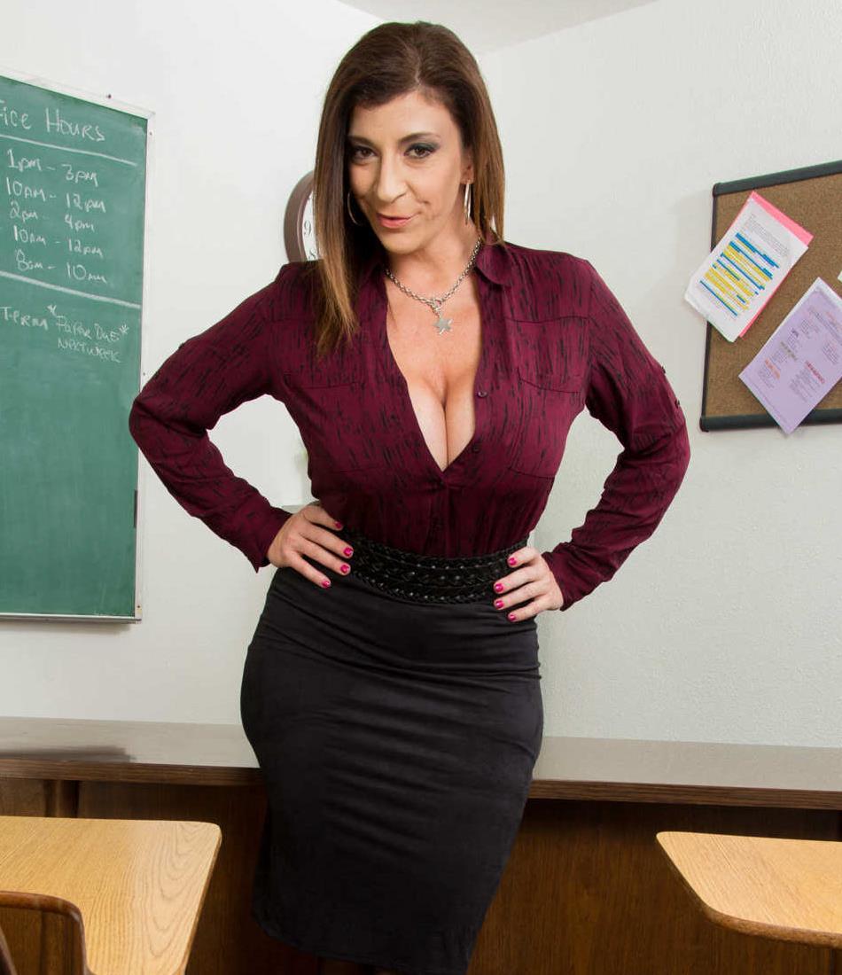 Sara Jay nunca fez anal - SweetLicious: