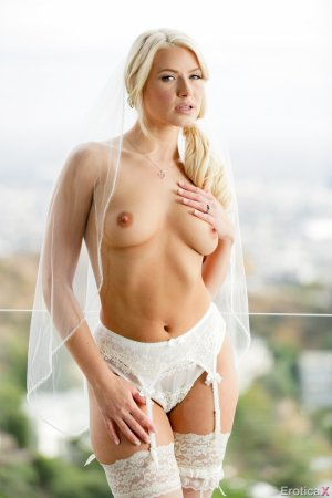 Anikka Albrite 2