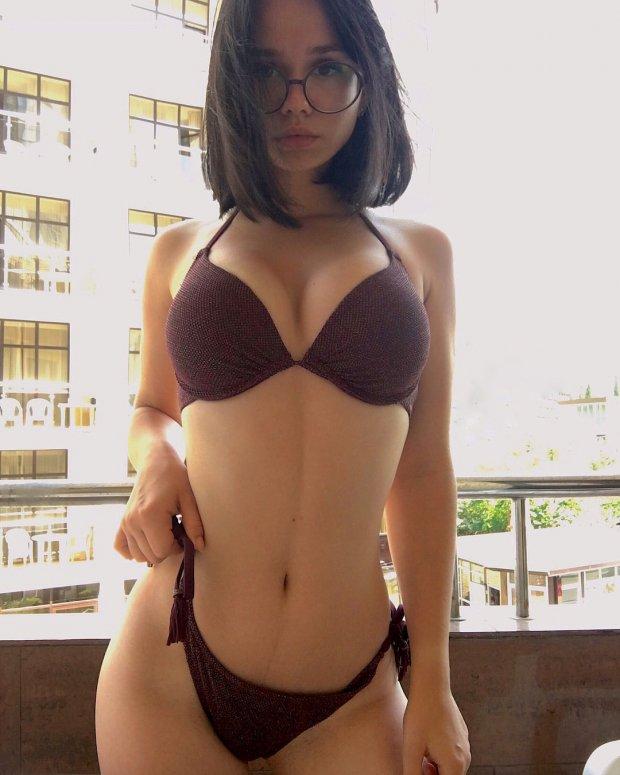 mulher de oculos 10